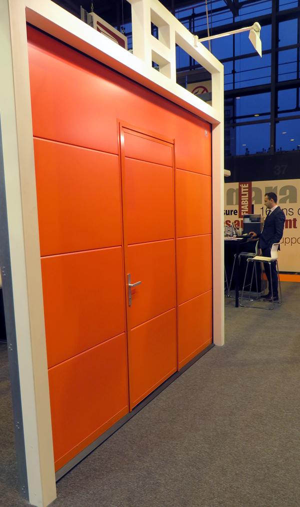 Porte de garage mca actualit s le stand mca au salon for Porte de garage mca