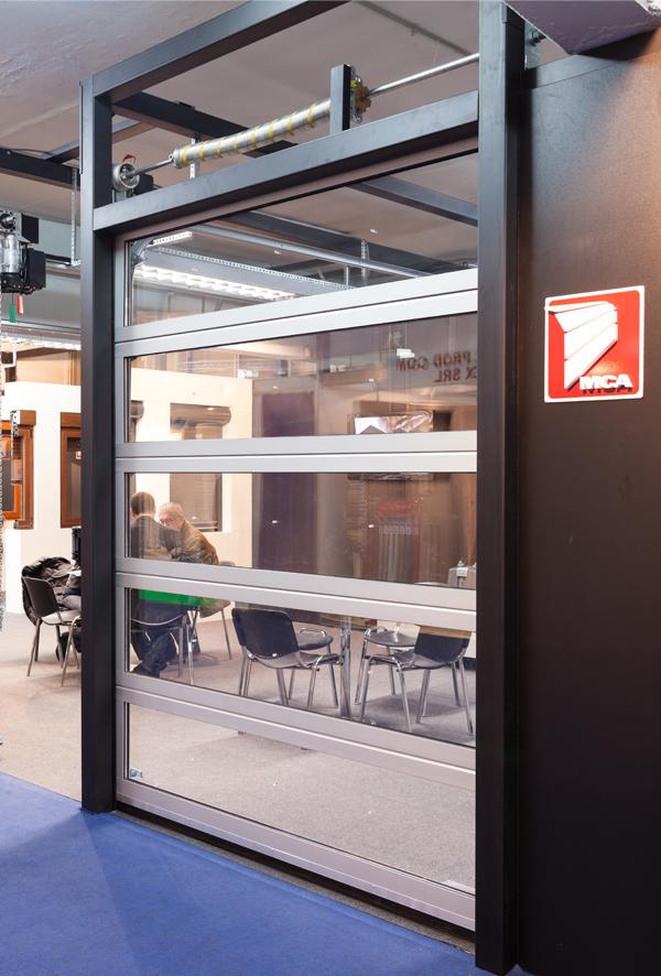 Stores bannes mca les portes de garage enti rement vitr es for Porte de garage mca
