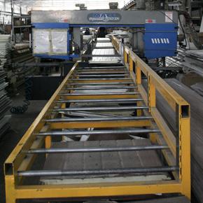 Les panneaux de portes sectionnelles MCA sont coupés sans modifications physico-chimiques