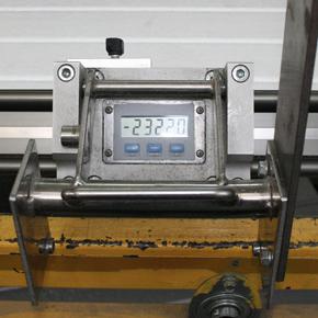 Chez MCA nous utilisons le mètre électronique pour une précision maximale