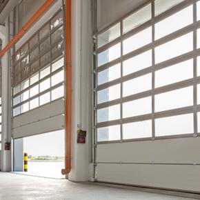 La fiecare 15 minute se fabrica o usa de garaj MCA. In 15 ani, au fost instalate 60.000 de usi MCA