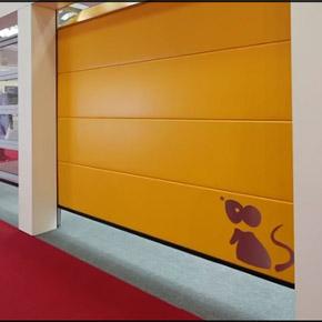 Porte de garage mca actualit s le stand mca ambient for Porte de garage mca