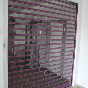 Grilaje transparente care lasa lumina sa intre in proportie de 92%