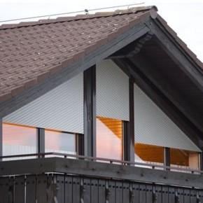 Si ferestrele speciale de la mansarda au nevoie de rulouri. MCA are solutia