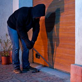 Siguranta si protectie - Tipuri de incuiere a usii de garaj