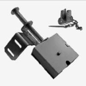 Intinzatorul de lant - nou accesoriu ce permite deschiderea din exterior a usilor actionate cu lant